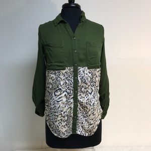 Button down blouse with  Embossed silver buttons